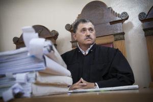 Минимальный возраст для занятия должности судьи. Карьера в суде: от архивариуса до судейской мантии