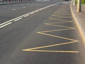 Желтая линия разметки на дороге. Что означает желтая линия на дороге по пдд