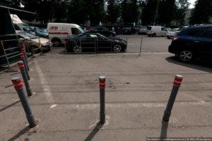 Несанкционированные стоянки во дворах. Незаконные парковки: как бороться? Почему нельзя сломать столбики самому