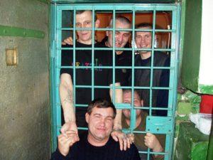 Как найти где сидит заключенный. Можно ли по посмотреть списки заключенных россии и узнать где сидит человек