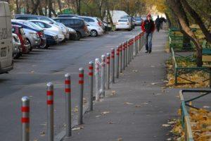 Во дворе поставили парковочные столбики. Правовые аспекты и законность установки парковочных барьеров и прочих парковочных ограждений