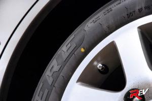 Красные покрышки. Что означают цветные метки на шинах? Белый круг или точка